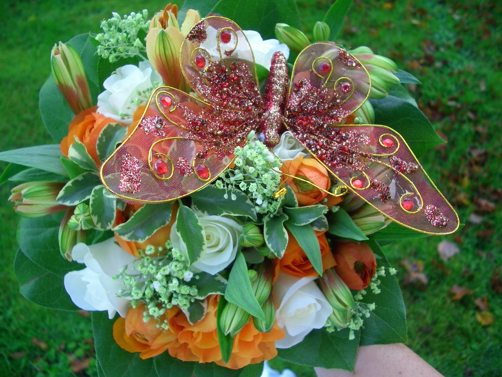 Картинка цветы необычные букеты постелить два